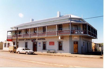Grand Junction Hotel - Accommodation Burleigh