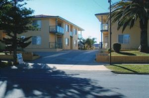AA Madalena Court Holiday Apartments - Accommodation Burleigh