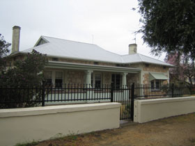 Naracoorte Cottages - MacDonnell House - Accommodation Burleigh