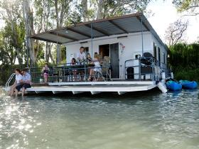 The Murray Dream Self Contained Moored Houseboat - Accommodation Burleigh