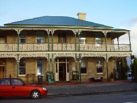 Richmond Arms Hotel - The - Accommodation Burleigh