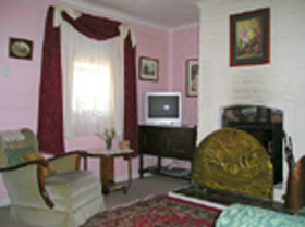 Hollyhock Cottage - Accommodation Burleigh
