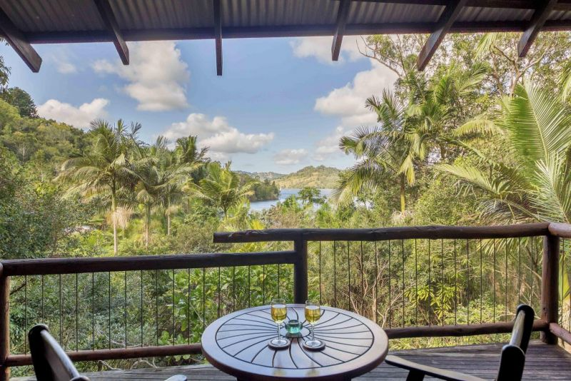 Secrets on the Lake - Accommodation Burleigh