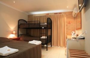 Emerald Central Palms Motel - Accommodation Burleigh