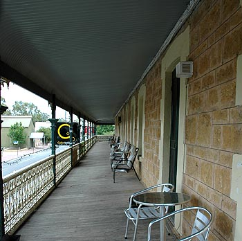 Hotel Mannum - Accommodation Burleigh