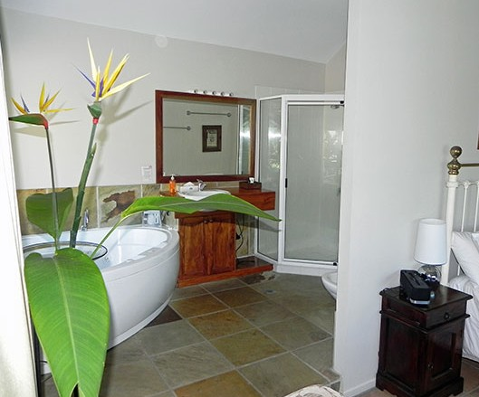 Airlie Waterfront Bed and Breakfast - Accommodation Burleigh