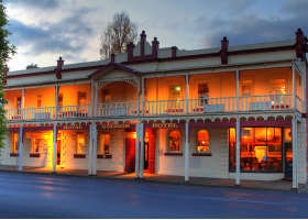 Royal George Hotel - Accommodation Burleigh