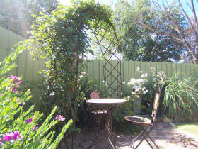 Robyn's Nest Country Cottages - Accommodation Burleigh