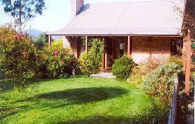 Canowindra Cottage - Accommodation Burleigh
