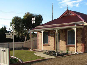 Brooking Cottage - Accommodation Burleigh