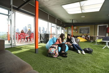 Melbourne Metro YHA - Hostel - Accommodation Burleigh