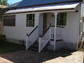 A Pine Cottage - Accommodation Burleigh