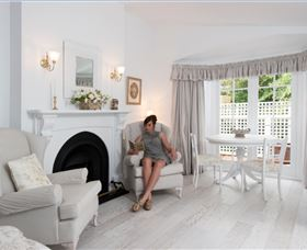 White Dove Cottage Bed and Breakfast - Accommodation Burleigh