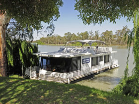 Boats and Bedzzz - The Murray Dream self-contained moored Houseboat - Accommodation Burleigh