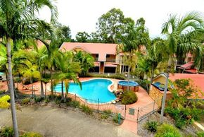 Beach Court Holiday Villas - Accommodation Burleigh