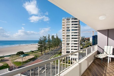 Eden Tower Holiday Apartments - Accommodation Burleigh