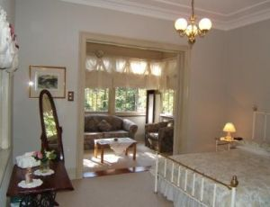 Whispering Pines - Accommodation Burleigh