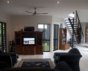 Dolphin Beach House - Accommodation Burleigh