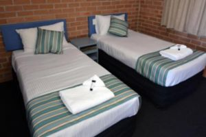 The Oaks Hotel Motel  - Accommodation Burleigh