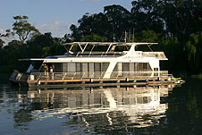 Whitewater Houseboat - Accommodation Burleigh