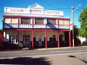 Club House Hotel - Accommodation Burleigh