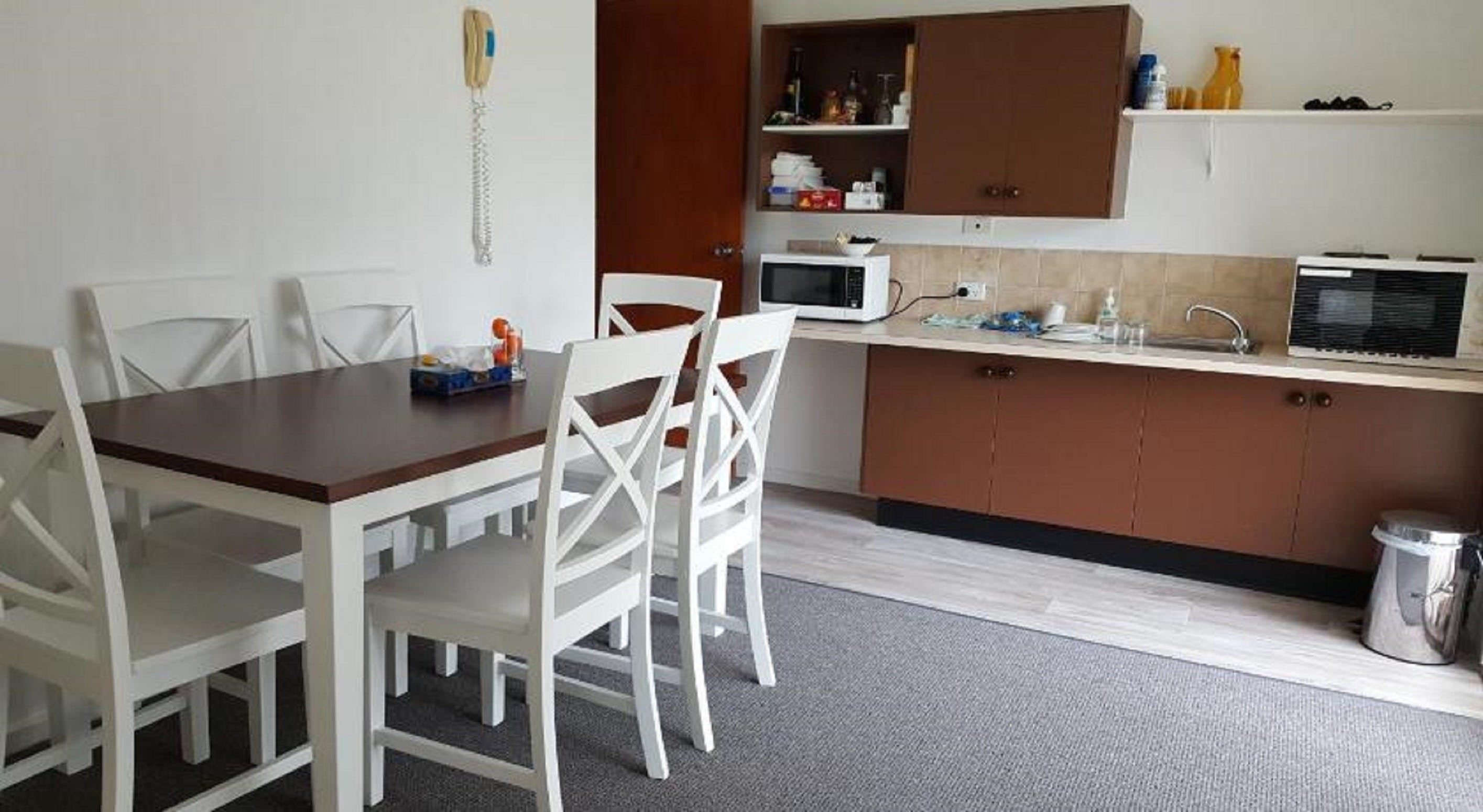Tabourie Lake Motor Inn - Accommodation Burleigh