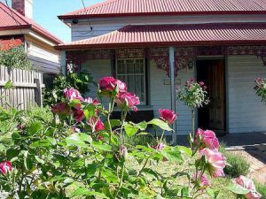 Airleigh - Rose Cottage - Accommodation Burleigh