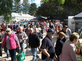 Stansbury Seaside Markets - Accommodation Burleigh