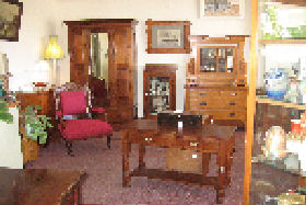 New Norfolk Antiques - Accommodation Burleigh
