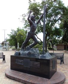 Miners Memorial Statue - Accommodation Burleigh