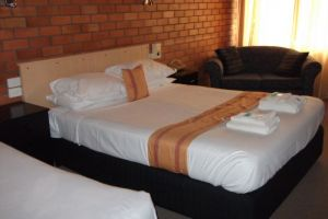 Hilldrop Motor Inn - Accommodation Burleigh