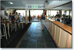 Bateau Bay Hotel - Accommodation Burleigh