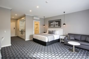 CH Boutique Hotel - Accommodation Burleigh