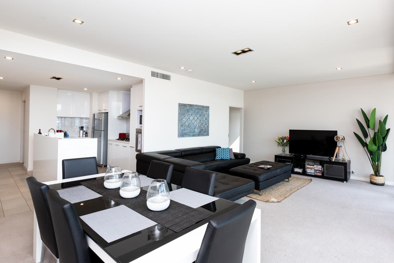 Brand New Executive Apartment - Accommodation Burleigh