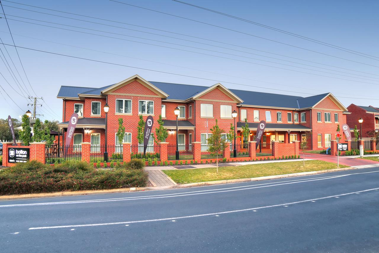 Bolton on the Park - Accommodation Burleigh