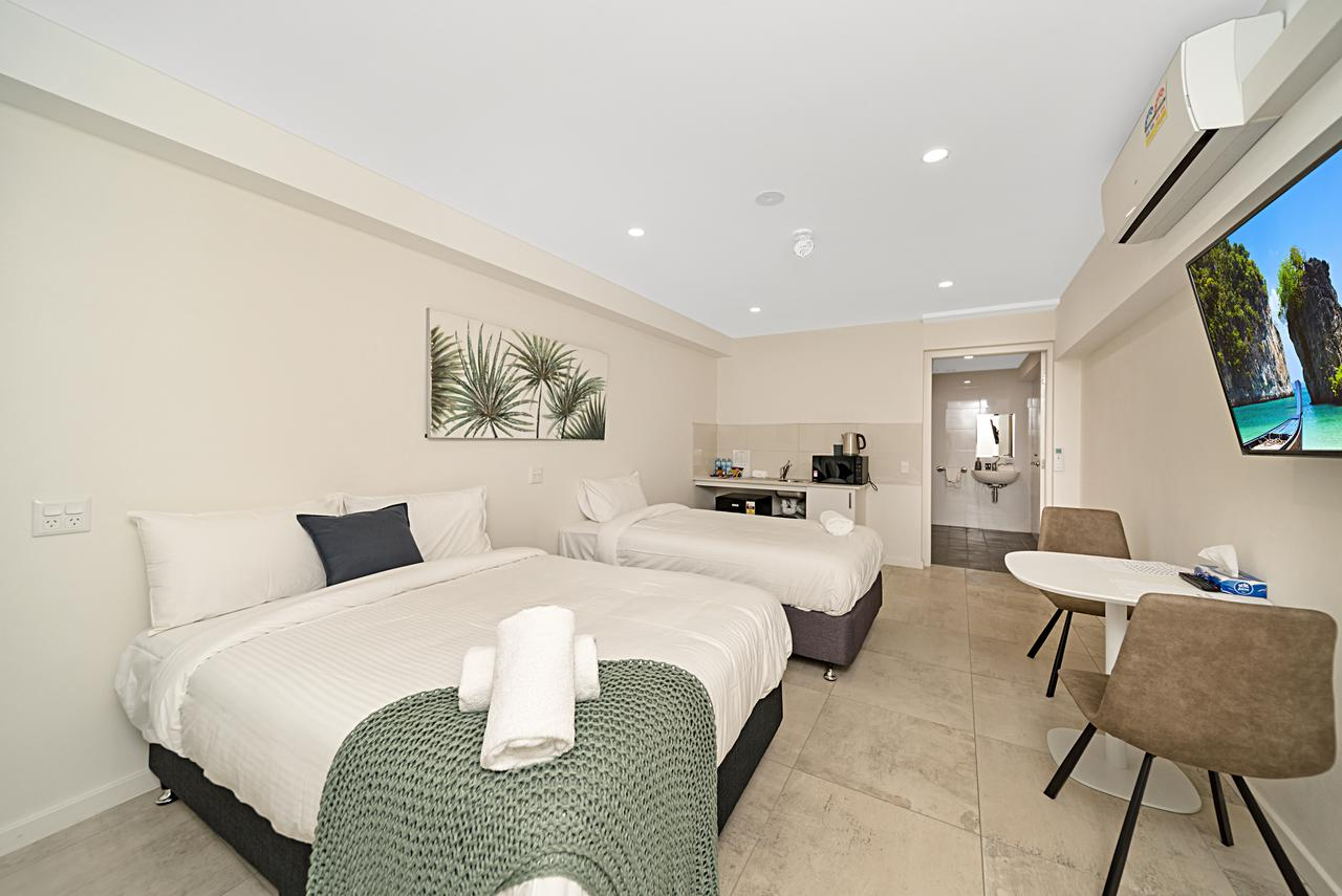 Carlton Suites - Accommodation Burleigh