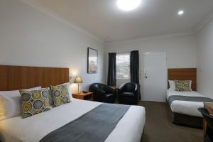Cadman Motor Inn and Apartments - Accommodation Burleigh