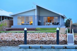 The Carnarvon Luxury Canal Home - Accommodation Burleigh