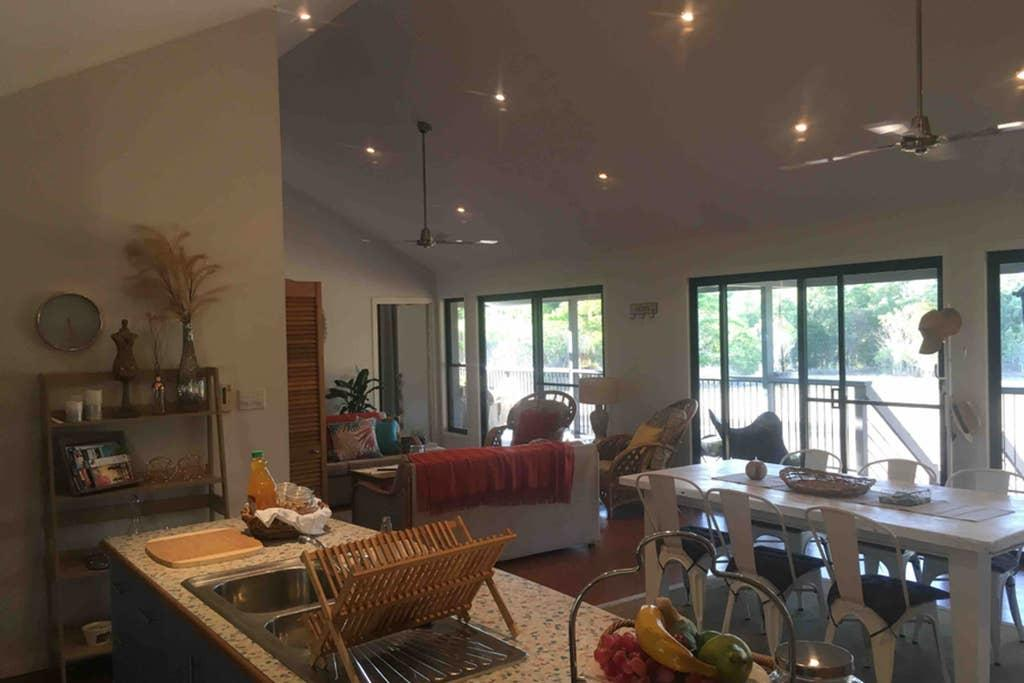 Valley Views Lodge Port Douglas - Accommodation Burleigh
