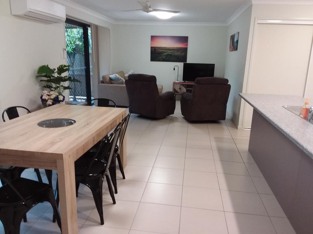 Waratah and Wattle Apartments - Accommodation Burleigh