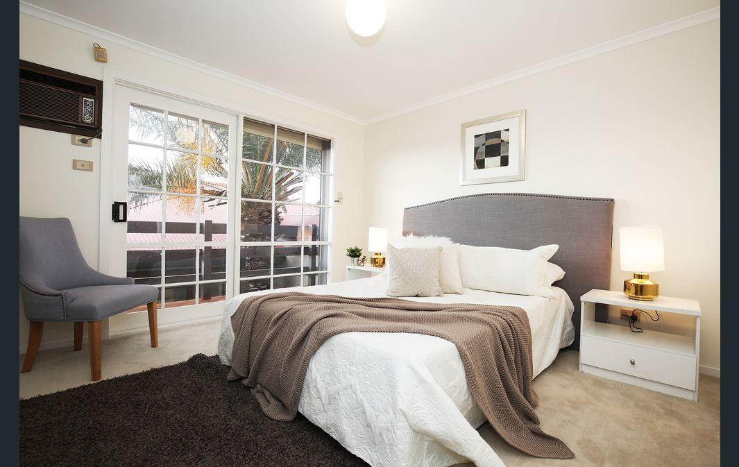 The Gallery Hours - Accommodation Burleigh