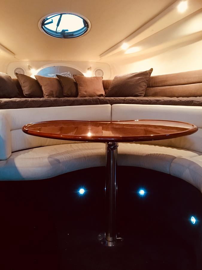 Luxury on the water Private luxurious boat - Accommodation Burleigh
