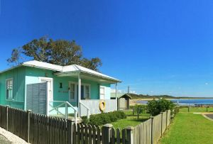 Aurora Beachfront Cottage - Accommodation Burleigh