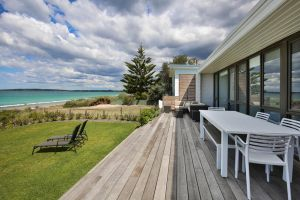 Azure Absolute Beachfront - Pet Friendly - Accommodation Burleigh